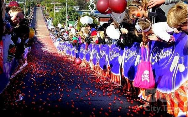 Откуда на самой крутой улице в мире 30 тысяч конфет?
