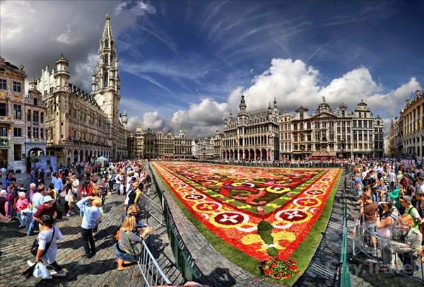 Цветочные ковры на главной площади Брюсселя