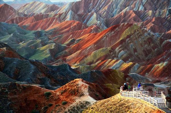 Загадочный феномен цветных гор в Китае