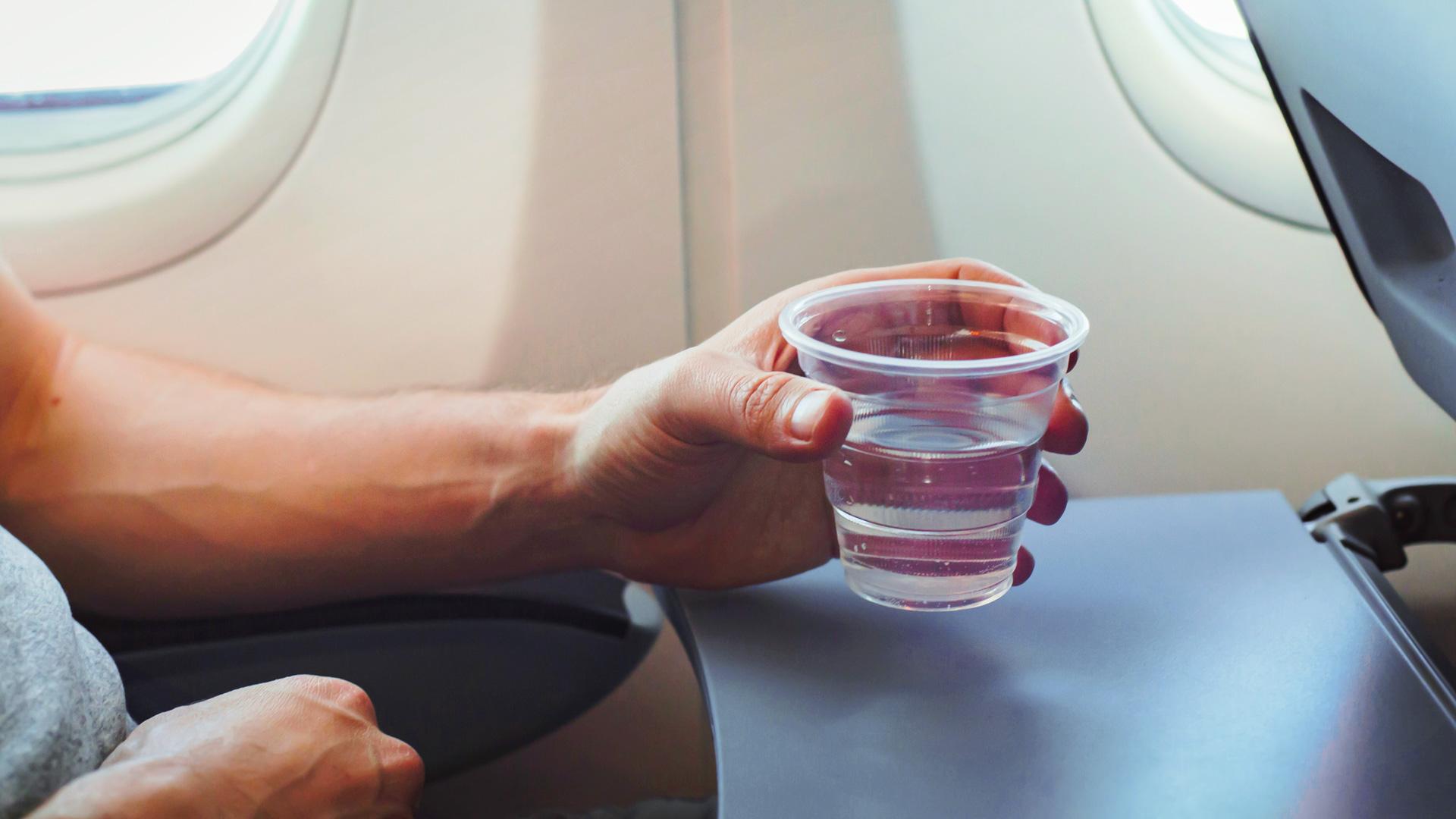 вода в самолете